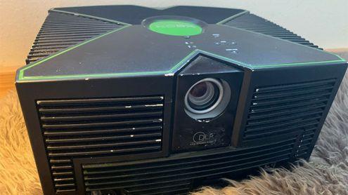 Xbox : Un curieux prototype inconnu avec projecteur incorporé apparaît en ligne, les images