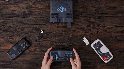 TEST de la manette 8BitDo PCE Core Edition : Plus de liberté pour la PC Engine Mini