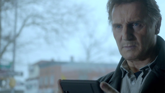 Bien connu Super Bowl : Liam Neeson se lâche dans une hilarante pub Clash of  QF18