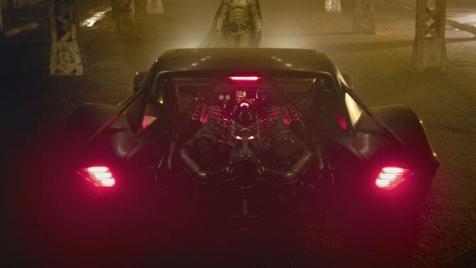 The Batman : Premières images de la nouvelle Batmobile du film avec Robert Pattinson