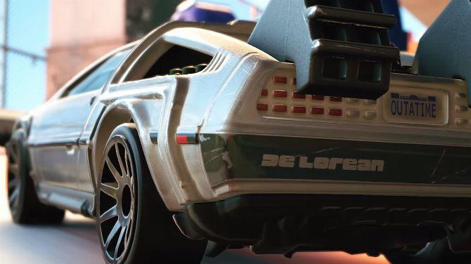 DeLorean de Retour vers le Futur vs van des Tortues Ninja dans un jeu de course, la vidéo