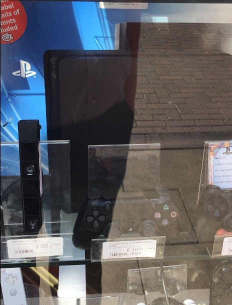 PS4 Slim Magasin1