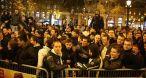 Call of Duty Modern Warfare 2 reste le gros carton de l'année 2009 (Photo : ouverture nocturne sur les Champs Elysées à Paris).