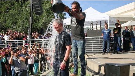 vidéo : Tim Cook Ice Bucket Challenge