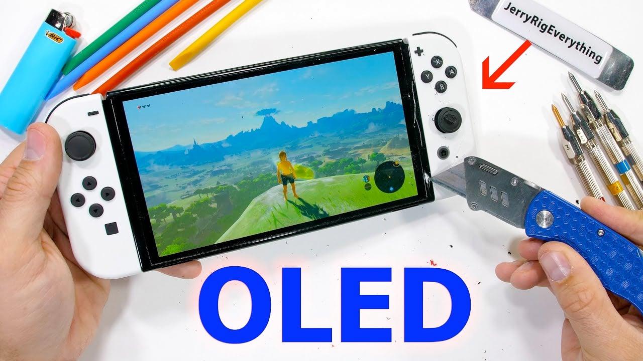 Nintendo Switch OLED : La résistance du nouvel écran testée, une protection face aux rayures limitée - Étrangement, la Switch OLED n'aime pas les coups de cutter.